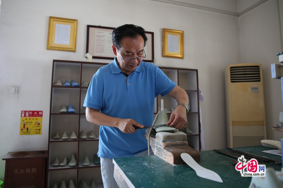 【中国梦大国工匠篇】鞋楦大师陈国学:工匠精神是振兴中国鞋业的